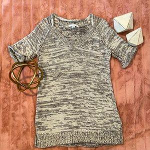 Short sleeve tunic sweater! Beautiful condition